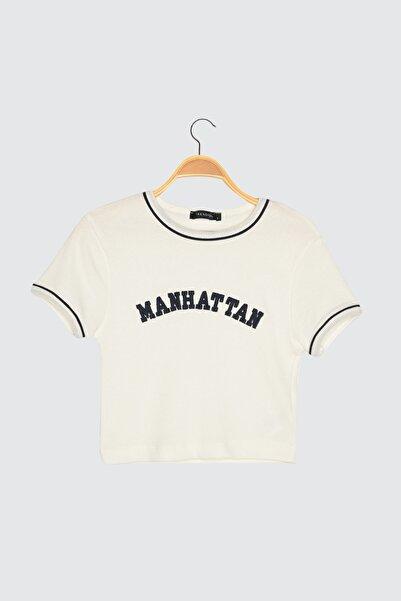 TRENDYOLMİLLA Beyaz Baskılı Super Crop Örme Bluz TWOSS21BZ1193