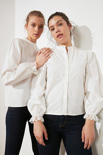 TRENDYOLMİLLA Beyaz İşlemeli Gömlek TWOAW21GO0077