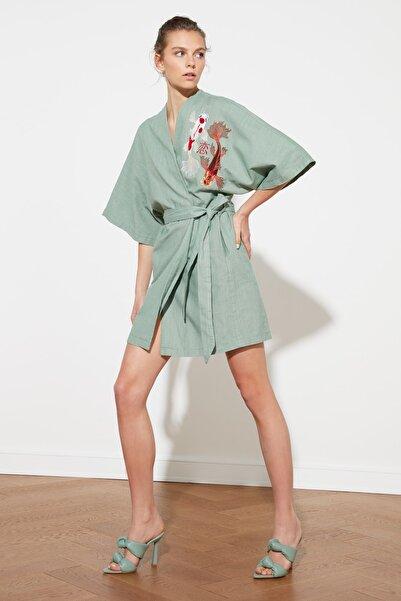 TRENDYOLMİLLA Mint Nakış Detaylı Kimono&Kaftan TWOSS21KM0001