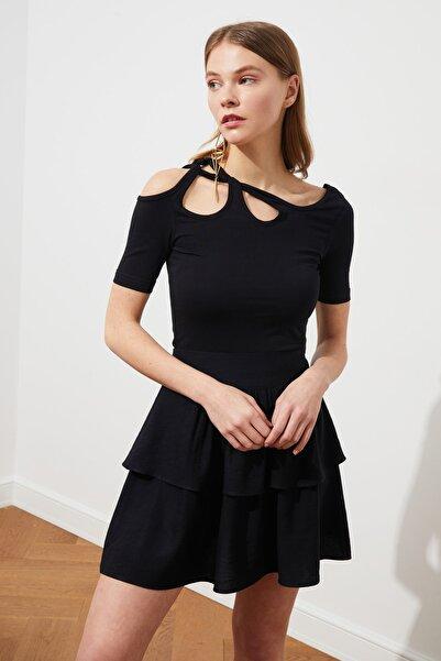 TRENDYOLMİLLA Siyah Omuz Detaylı Fitilli Örme Bluz TWOSS21BZ0952