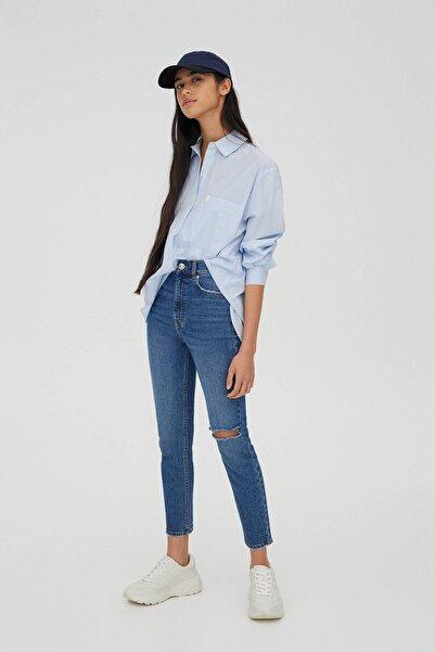 Pull & Bear Kadın Mavi Süper Yüksek Bel Slim Fit Mom Jean 04681315