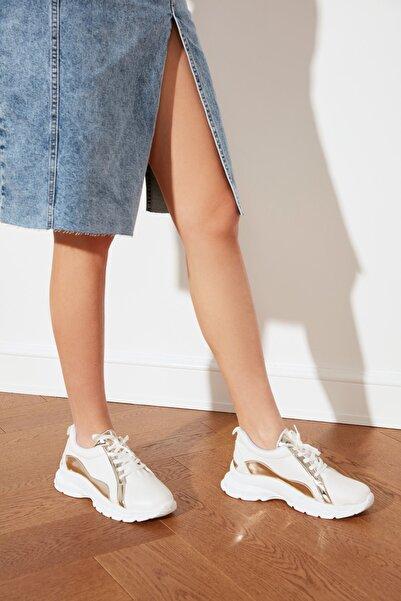 TRENDYOLMİLLA Beyaz Kalın Tabanlı Kadın Sneaker TAKSS21SN0002