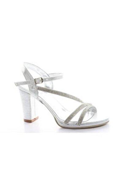 011 Kadın Topuklu Ayakkabı