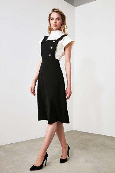 TRENDYOLMİLLA Siyah Düğme Detaylı Jile Elbise TWOAW20EL0201