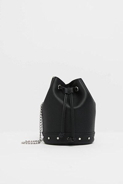 Bershka Kadın Siyah Zımbalı Kese Çanta