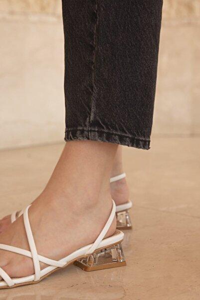 STRASWANS Alpha Bayan Topuklu Küt Burun Sandalet Beyaz