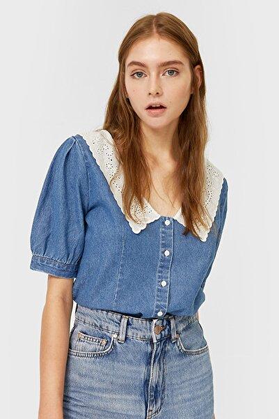 Stradivarius Kadın Orta Mavi Chelsea Yaka Denim Gömlek 06183531