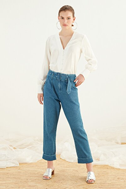 Mudo Kadın Beyaz V Yaka Regular Kesim Gömlek 381992