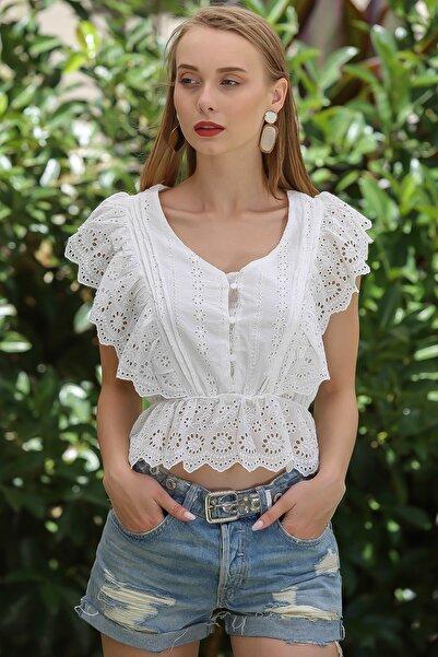 Kadın Beyaz Vintage Düğme Detaylı Kolları Fırfırlı Beli Lastik Detaylı Bluz M10010200BL96109