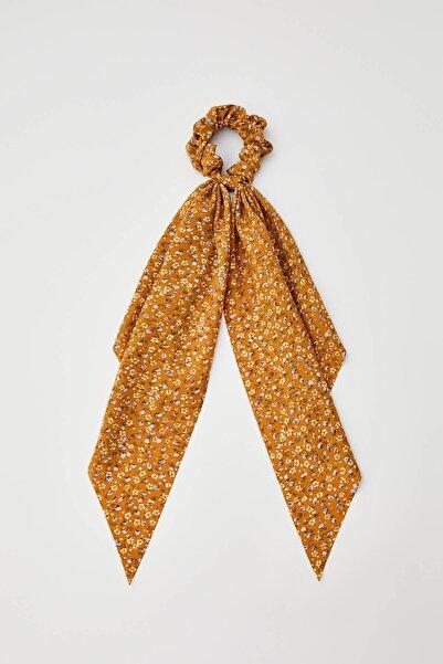 Pull & Bear Kadın Hardal Rengi Fiyonklu Çiçek Desenli Hardal Sarısı Lastik Toka 05982397