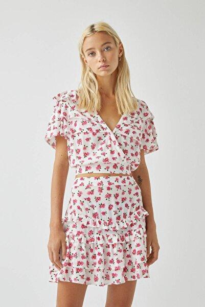 Pull & Bear Kadın Buz Rengi Fırfırlı Ve Çiçek Desenli Beyaz Bluz 05474413