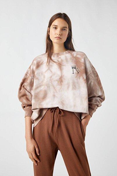 Pull & Bear Kadın Buz Rengi Kahverengi Batik Desenli Sweatshirt 09594367