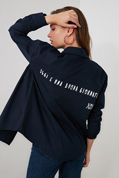 TRENDYOLMİLLA Lacivert Cep Detaylı Gömlek TWOAW20GO0394