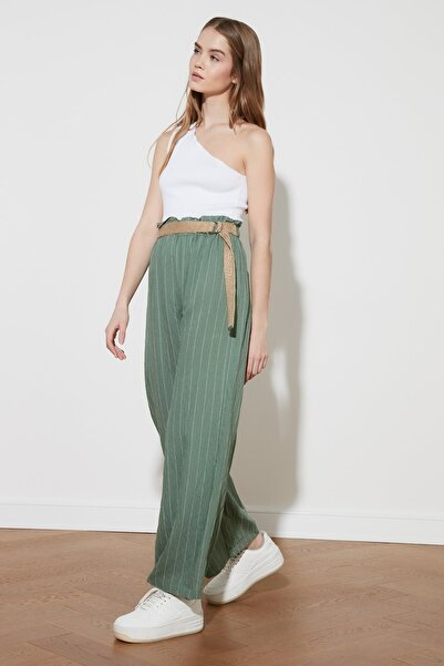 TRENDYOLMİLLA Yeşil Bağlama Detaylı Pantolon TWOSS21PL0386