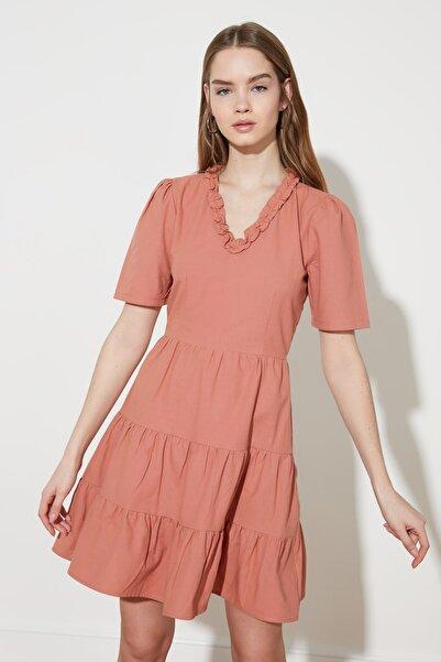 TRENDYOLMİLLA Kiremit Yaka Detaylı Elbise TWOSS21EL0564