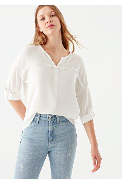 Mavi V Yaka Beyaz Bluz