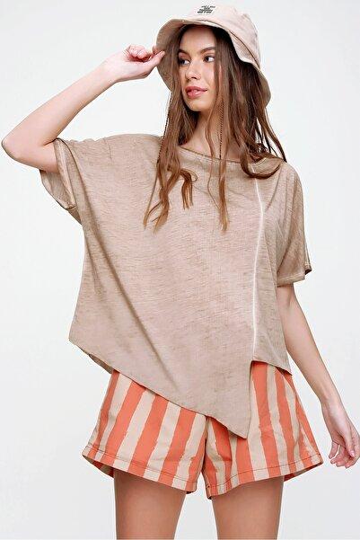 Trend Alaçatı Stili Kadın Bej Asimetrik Kesim Yıkamalı T-Shirt MDA-1128