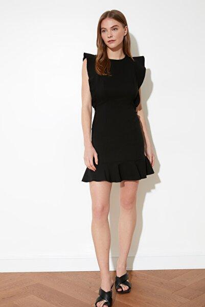 TRENDYOLMİLLA Siyah Fırfır Detaylı Elbise TWOSS19XB0075
