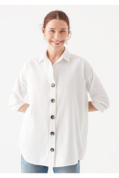 Mavi Uzun Kollu Düğme Detaylı Beyaz Gömlek