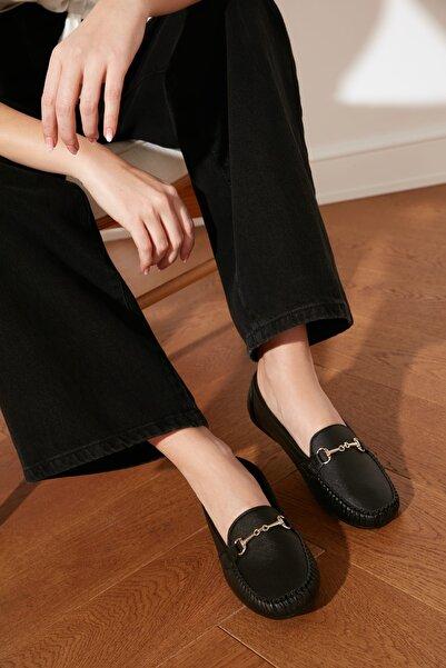 TRENDYOLMİLLA Siyah Altın Tokalı Kadın Loafer Ayakkabı TAKSS21LO0001