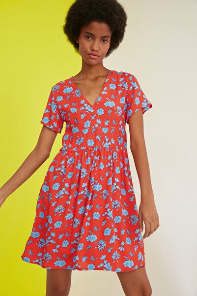 TRENDYOLMİLLA Çok Renkli V Yaka Çiçekli Elbise TWOSS21EL1428