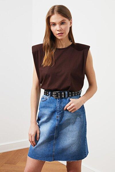 TRENDYOLMİLLA Kahverengi Vatkalı Örme T-Shirt TWOSS20TS0866