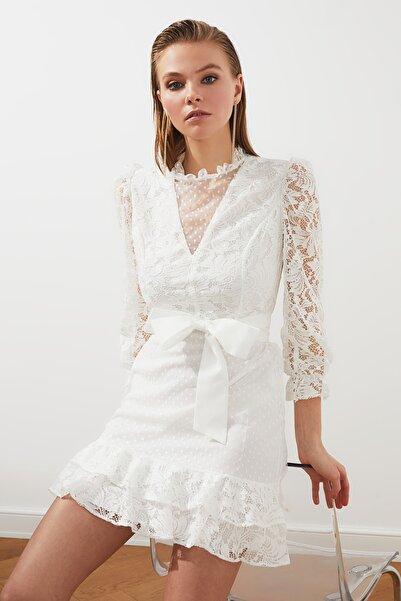 TRENDYOLMİLLA Ekru Yaka Detaylı Elbise TPRSS21EL2483