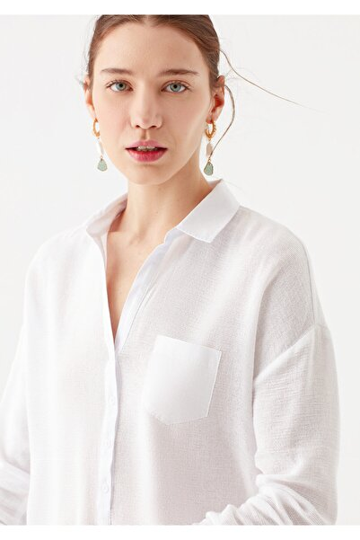 Mavi Cep Detaylı Beyaz Bluz