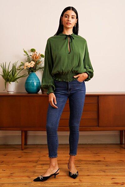 Muun Kadın Yeşil Uzun Kollu Beli Lastikli Damla Yaka Cupro Bluz