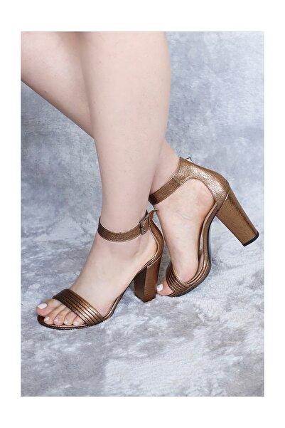 PUNTO Kadın Tek Bantlı Parlak Topuklu Ayakkabı