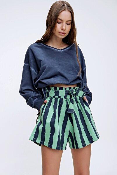 Trend Alaçatı Stili Kadın Yeşil Beli Lastikli Çizgili Şort ALC-X6027