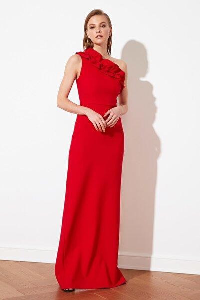 TRENDYOLMİLLA Kırmızı Fırfırlı Abiye & Mezuniyet Elbisesi TPRSS21AE0044