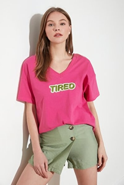 Fuşya Baskılı Ön ve Arka V Yaka Boyfriend Örme T-Shirt TWOSS20TS0506