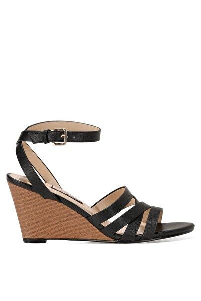Nine West HAILI 1FX Siyah Kadın Dolgu Topuklu Sandalet 101028312