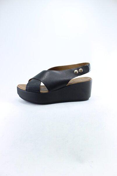 İnci Hakiki Deri Siyah Sandalet