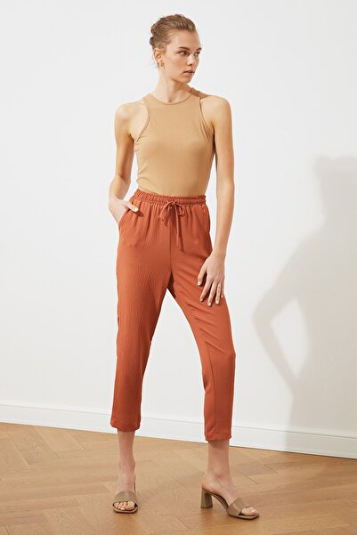 TRENDYOLMİLLA Tarçın Beli Lastikli Pantolon TWOSS20PL0538