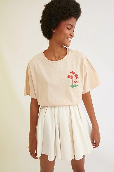 TRENDYOLMİLLA Bej Baskılı T-Shirt TWOSS20TS0231