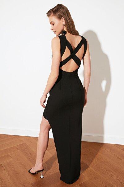 TRENDYOLMİLLA Siyah Sırt Detaylı Abiye & Mezuniyet Elbisesi TPRSS21AE0041