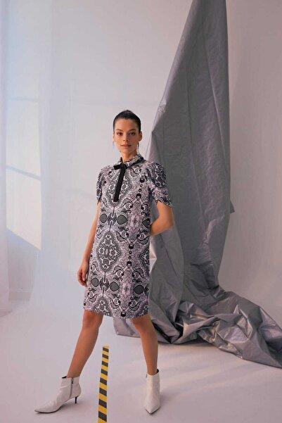Ribellion Kadın Gri Şal Desenli Fiyonklu Karpuz Kollu Elbise