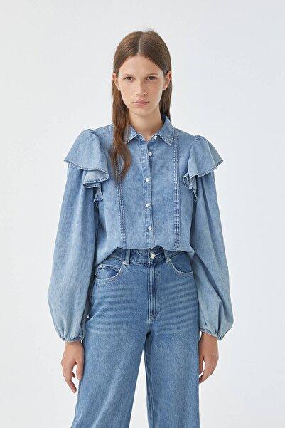 Pull & Bear Kadın Mavi Omuzları Fırfırlı Denim Gömlek 05474374