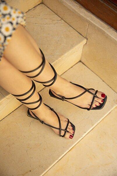 STRASWANS Swans Bayan Topuklu Küt Burun Bilekten Bağlamalı Sandalet Siyah