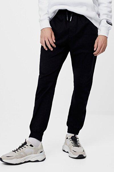 Bershka Erkek Siyah Paçası Lastikli Pantolon