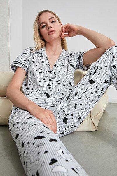 TRENDYOLMİLLA Gri Biye Detaylı Örme Pijama Takımı THMSS19IP0037