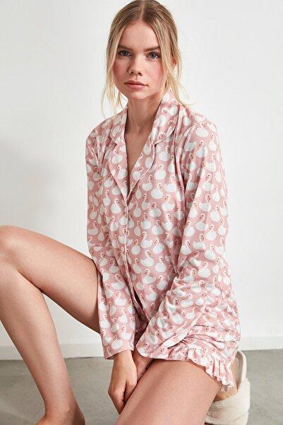 TRENDYOLMİLLA Pudra Kuğu Desenli Örme Pijama Takımı THMAW21PT0088