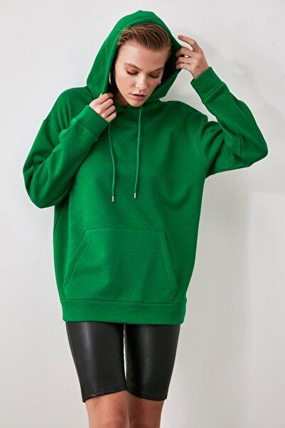 TRENDYOLMİLLA Yeşil Kanguru Cepli Kapüşonlu Boyfriend Örme Sweatshirt TWOAW20SW0525