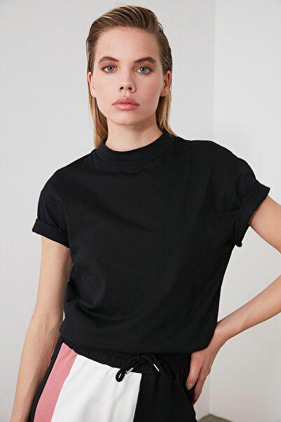 TRENDYOLMİLLA Siyah Dik Yaka Basic Örme T-shirt TWOAW20TS0096