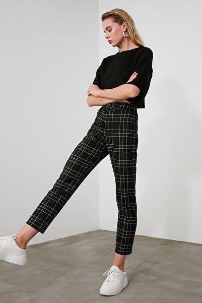 TRENDYOLMİLLA Siyah Ekose Pantolon TWOAW21PL0273