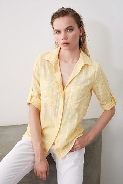 TRENDYOLMİLLA Sarı Cep Detaylı Gömlek TWOSS19ST0057