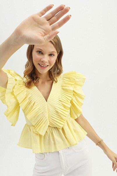 Quzu Kadın Sarı V Yaka Fırfırlı Bluz