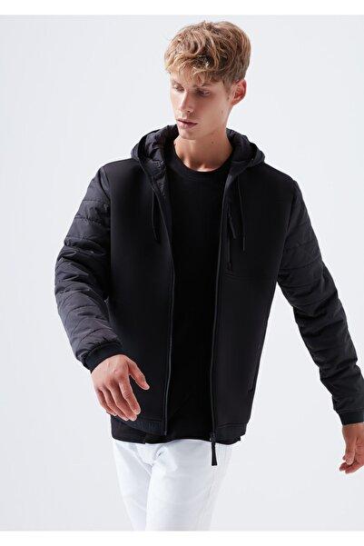Mavi Kapüşonlu Siyah Ceket
